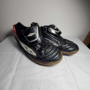 Umbro indoor soccer shoes size 6 boys